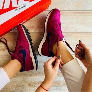NWT Nike internationalist